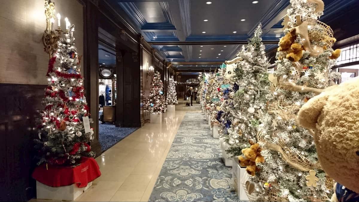 シャトーフロンテナックの中のクリスマスツリー