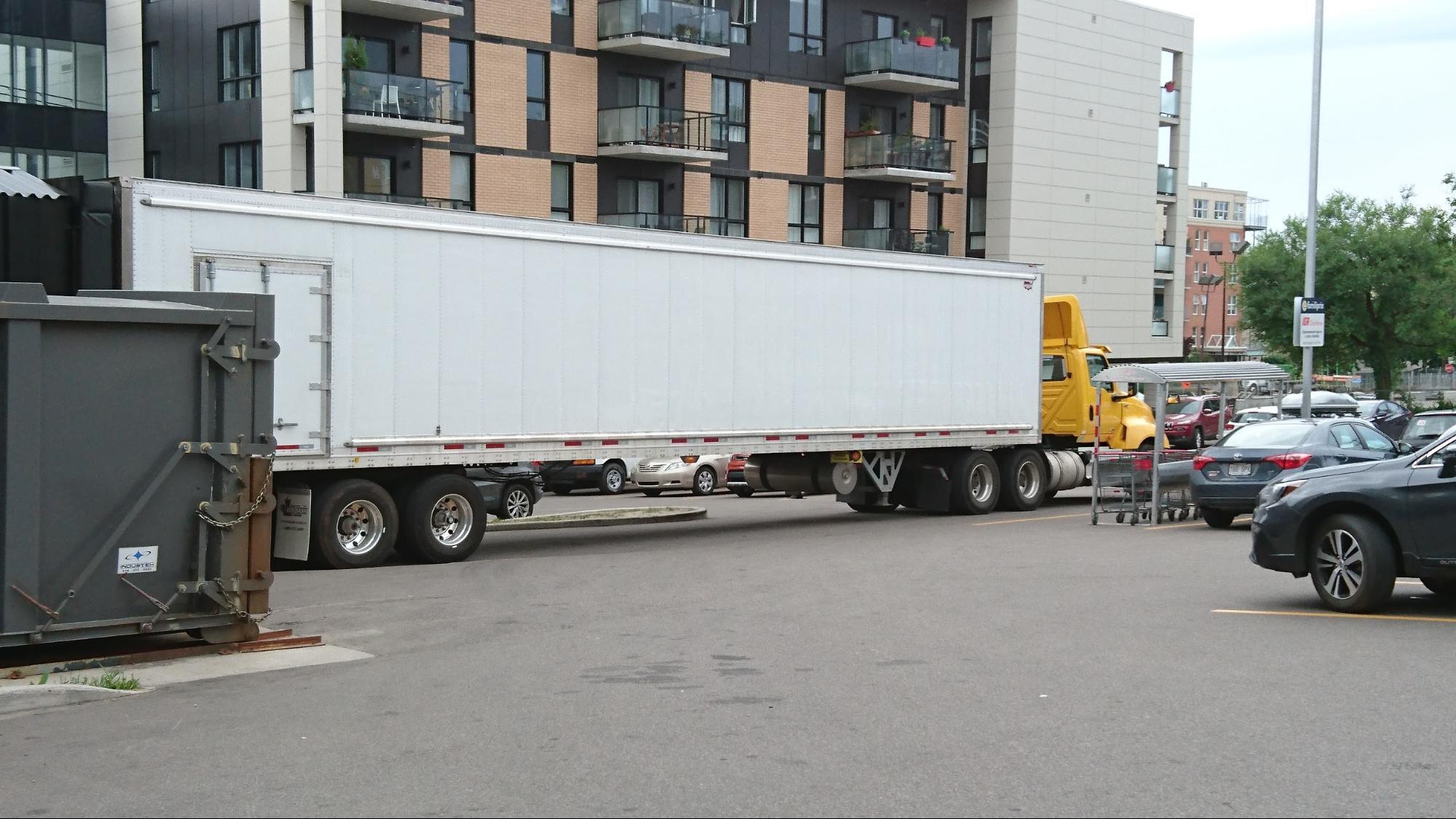 大きな車やトラックの多さ