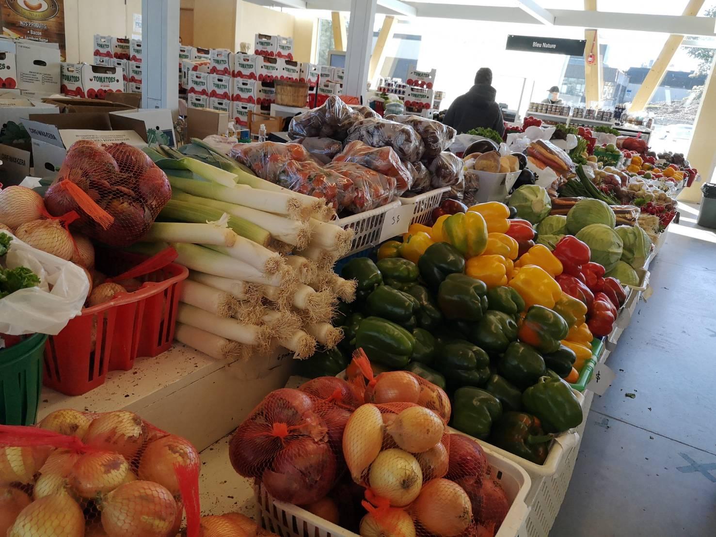 ソントフォワ市場の野菜売り場