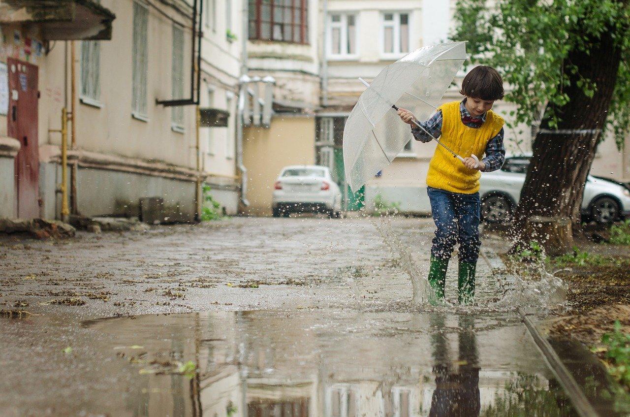 雨の日に楽しむ子供との10の過ごし方とその発達の効果