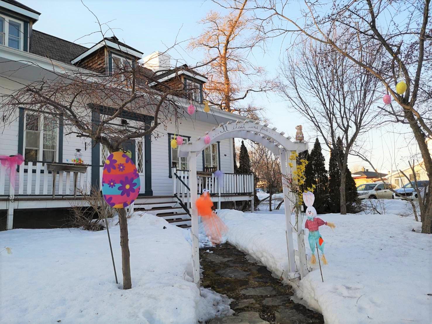 <イースター限定>ケベックシティの住宅地でウサギが隠したタマゴを見つける旅